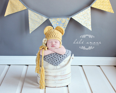 gray knit baby blanket prop